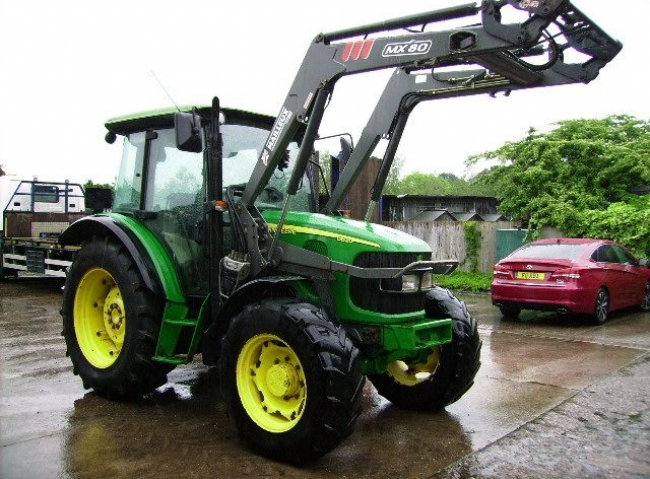 John Deere 5820 4wd, Power Quad, 40K, MX80 Power Loader