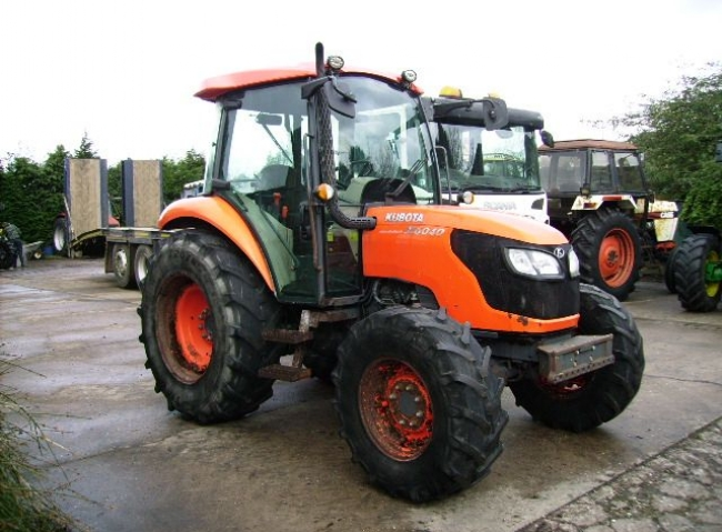 Kubota M6040 4wd Hydraulic Shuttle, 40K, Air con
