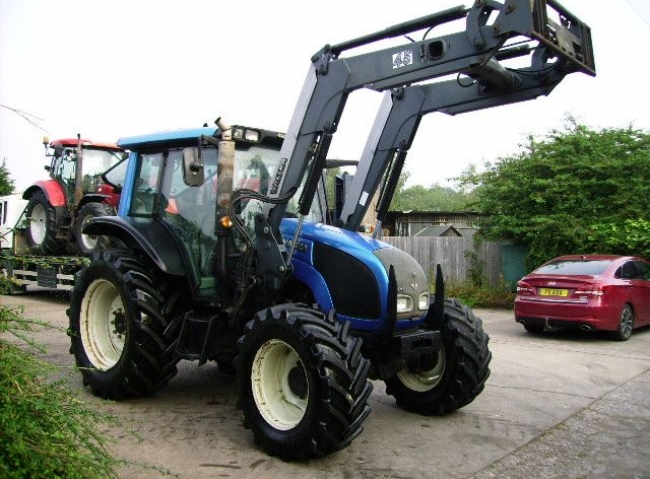 Valtra N92 4wd c/w Valtra (Quickie) 45 Power Loader